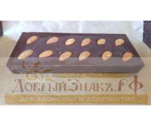 Натуральный шоколад на меду с миндалем, на вес
